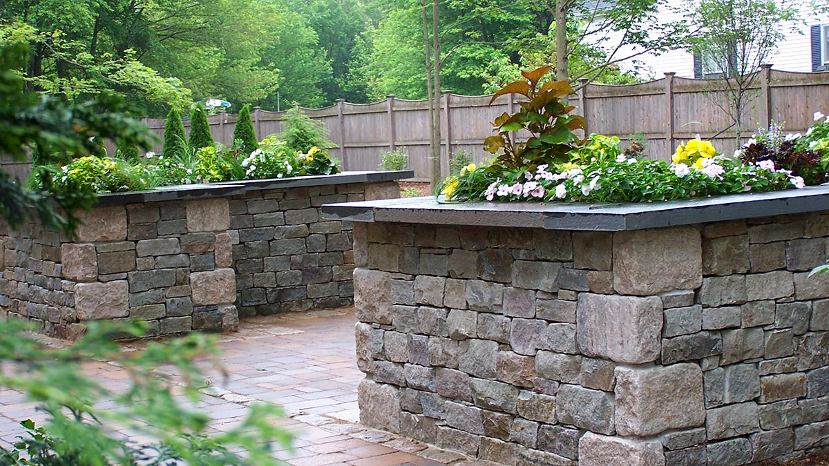 Van Tassell Granite Wall, Bluestone Cap
